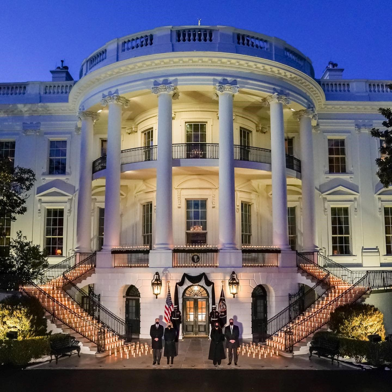 Ο λευκός οίκος επέστρεψε στα σωστά χέρια. Και είμαστε τόσο χαρούμενοι γι' αυτό