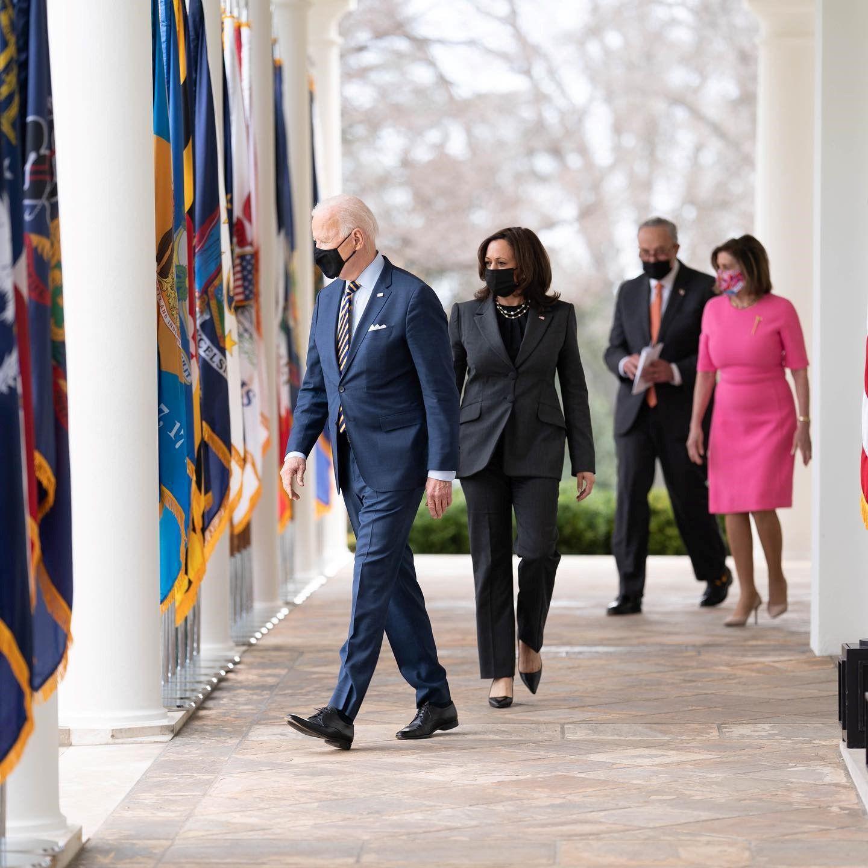 «Αυτή η φωτογραφία τα λέει όλα! Πόσο περήφανη είμαι για την αντιπρόεδρό μου!»