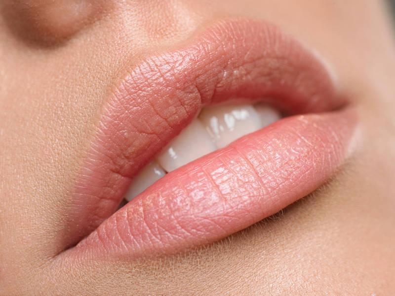 lnso6gmunk-woman-mouth.jpg