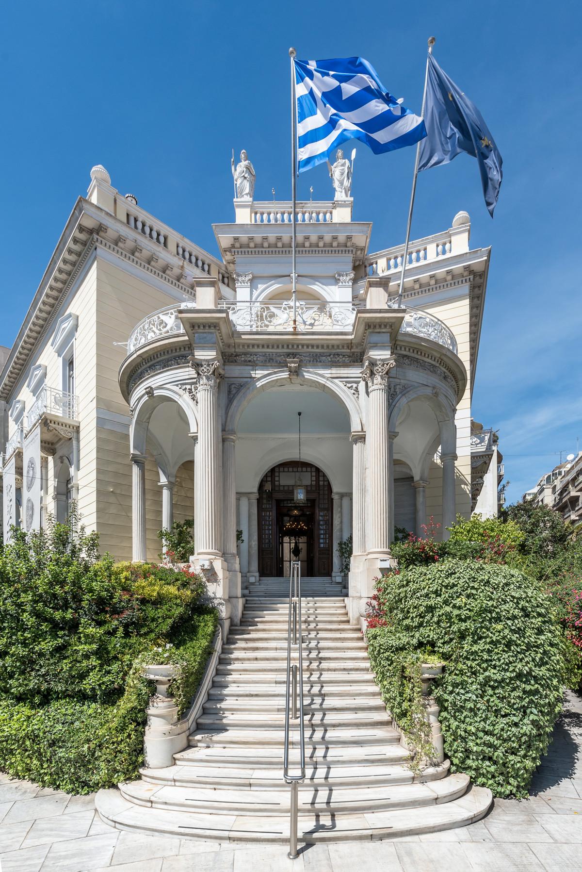 Το Μέγαρο Σταθάτου είναι ένα από τα σημαντικότερα αρχιτεκτονικά δείγματα του νεοκλασσικισμού στην Αθήνα.