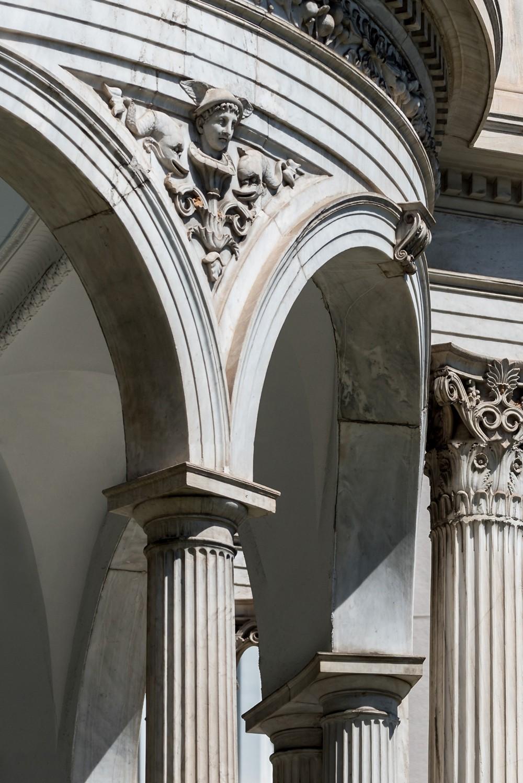 Έργο του Βαυαρού αρχιτέκτονα Ernest Ziller, το κτίριο είναι ένα από τα σημαντικότερα αρχιτεκτονικά δείγματα του νεοκλασσικισμού στην Αθήνα.