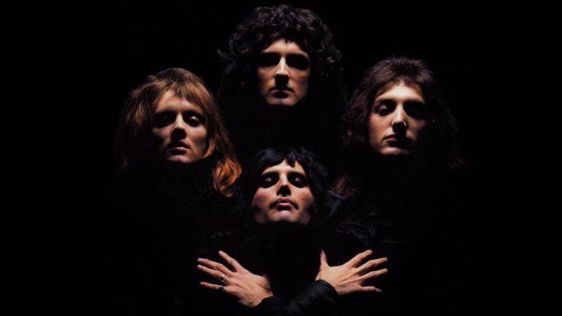 «bohemian rhapsody» των queen από 65.000 θαυμαστές στο Λονδίνο