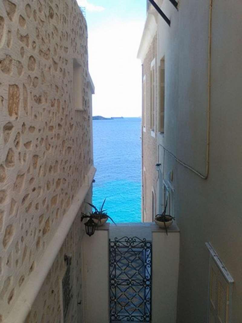 Δέκα Λόγοι να Πας στη Σύρο το Φθινόπωρο