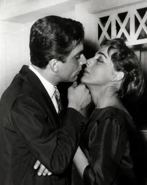 Ο Δημήτρης Χορν ήταν μονίμως ερωτευμένος με τη ζωή,με τις γυναίκες, με τον ίδιο τον έρωτα.