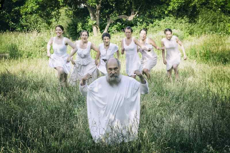 «Ειρήνη» του Αριστοφάνη, με τον Τζίμη Πανούση, στο Αρχαίο Θέατρο Επιδαύρου  Μια μουσική παράσταση, σε σύνθεση Νίκου Κυπουργού