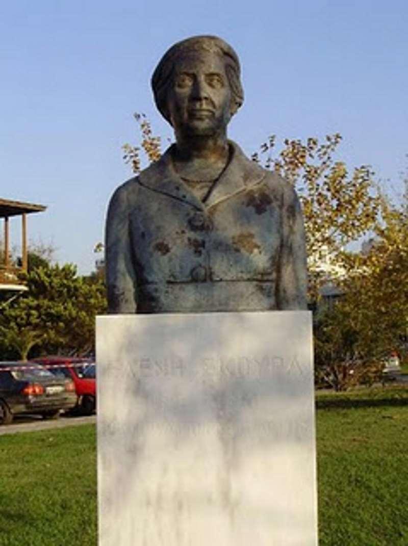 Ελένη Σκούρα, η πρώτη γυναίκα βουλευτής