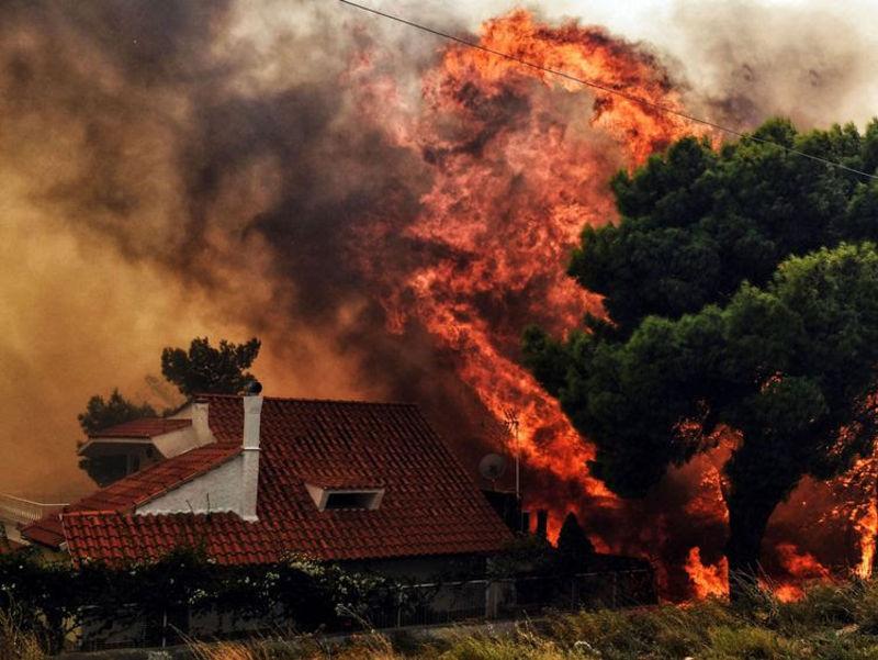 Ελληνικό Καλοκαίρι στις Φλόγες