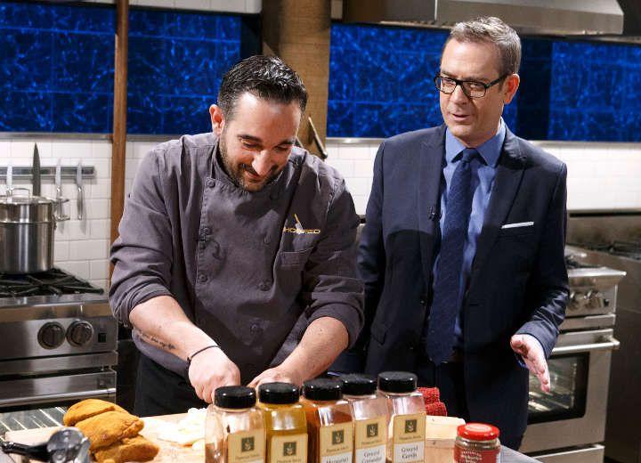 Ο Νικόλας, ένας αναγνωρισμένος Ελληνοαμερικανός σεφ, μόλις κέρδισε 10.000 δολλάρια σε ένα γνωστό reality μαγειρικής