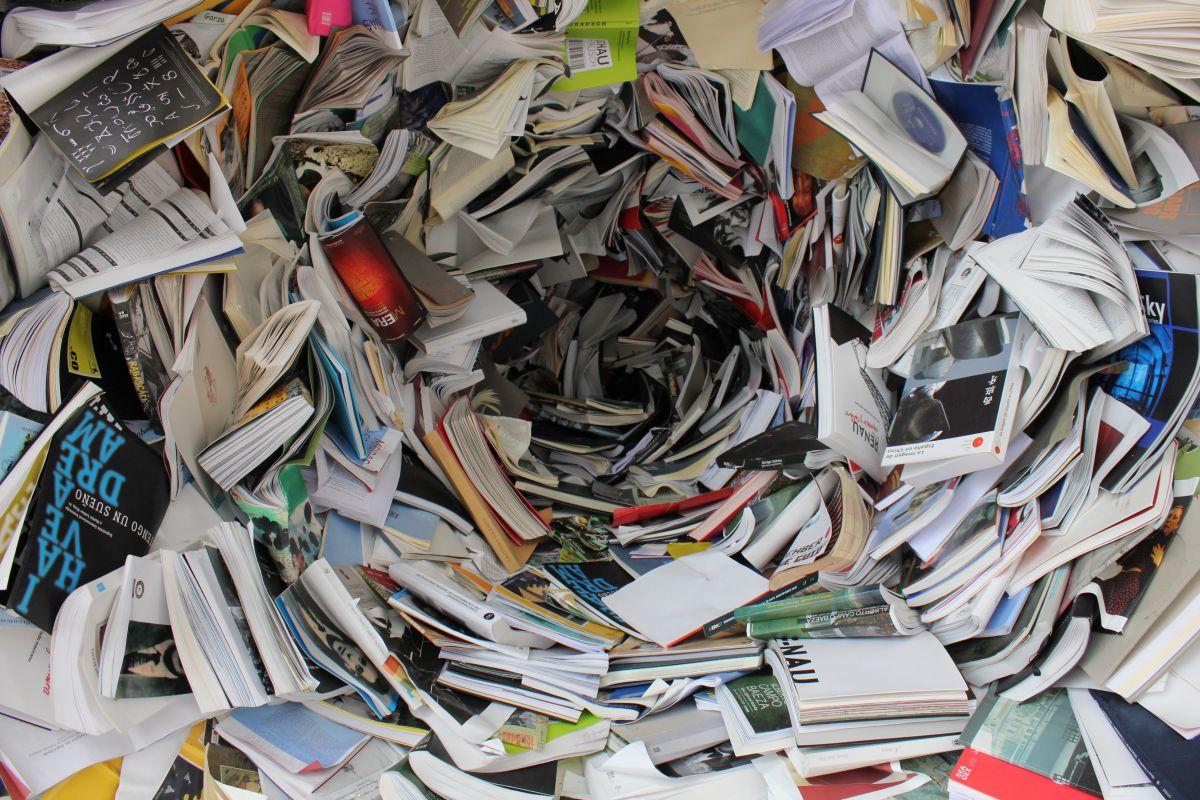 Πολτοποίηση χιλιάδων βιβλίων.