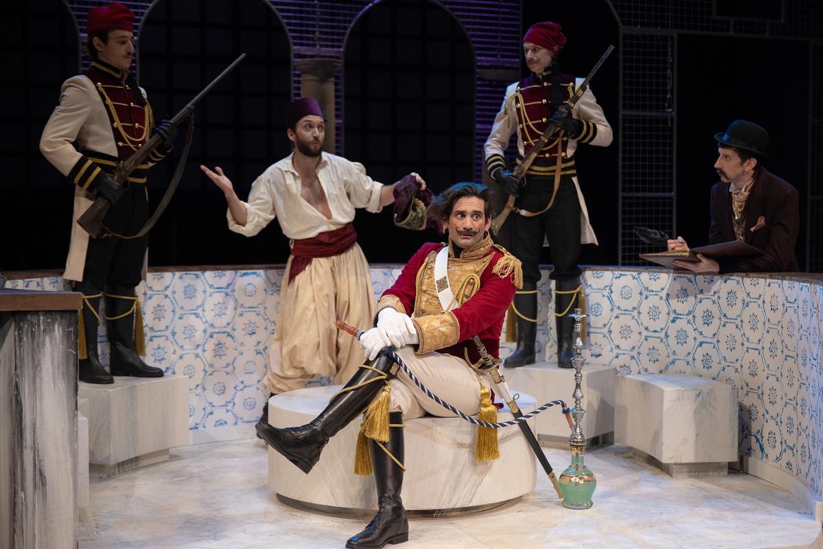 βαβυλωνία - ηθοποιοί θέατρο συμβούλιο με ναργιλέ