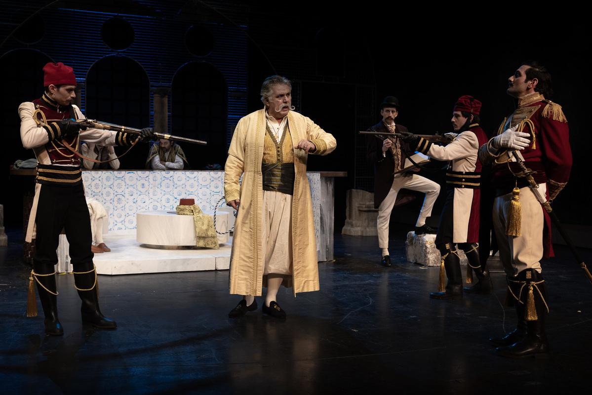 βαβυλωνία - ηθοποιοί θέατρο, βγήκαν τα όπλα και παρεξήγηση