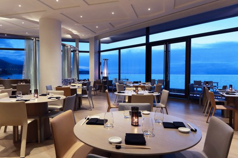 6pg6qafs5r-fairmont-monte-carlo-woman-restaurant-tables
