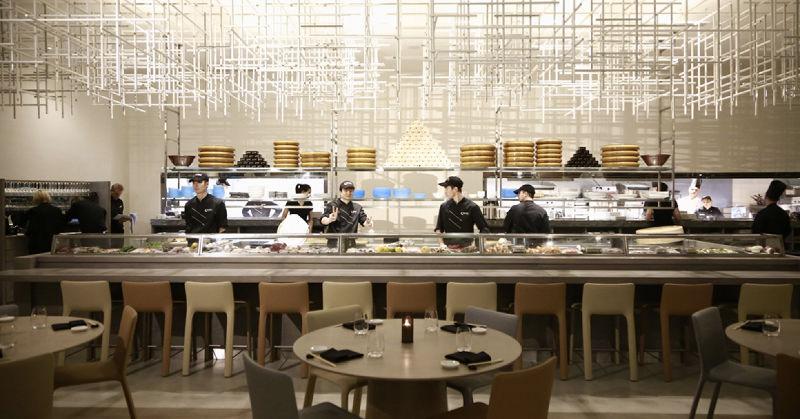 b7a40bft0h-fairmont-monte-carlo-woman-restaurant
