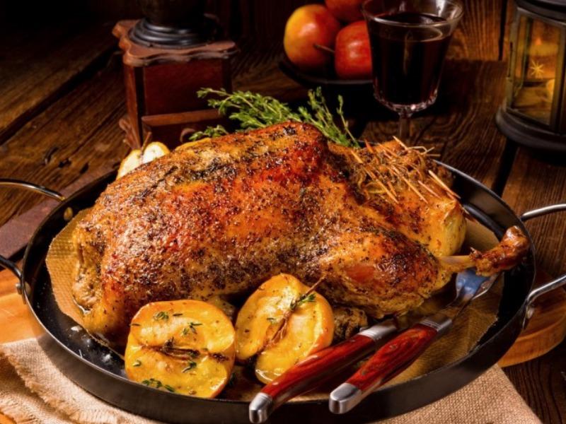 Συνταγή για γεμιστό κοτόπουλο στο φούρνο από τον Έκτορα Μποτρίνι