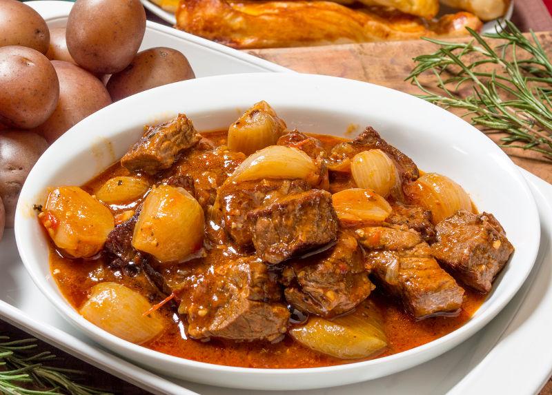 Η καλύτερη συνταγή για μοσχάρι στιφάδο που έχετε δοκιμάσει ποτέ!