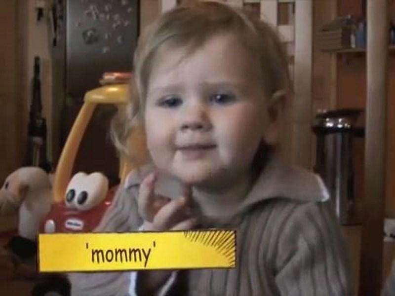 Η Νοηματική βοηθάει τις νέες μαμάδες στην επικοινωνία με τα μωρά τους!