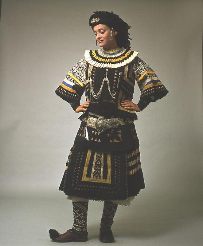 Η παράδοση ταξιδεύει φορεσιά τη φορεσιά