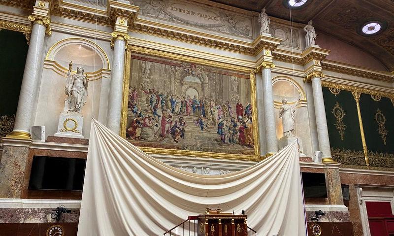 Ταπισερί η σχολή των Αθηνών από τον Ραφαήλ στην Ελληνική Βουλή