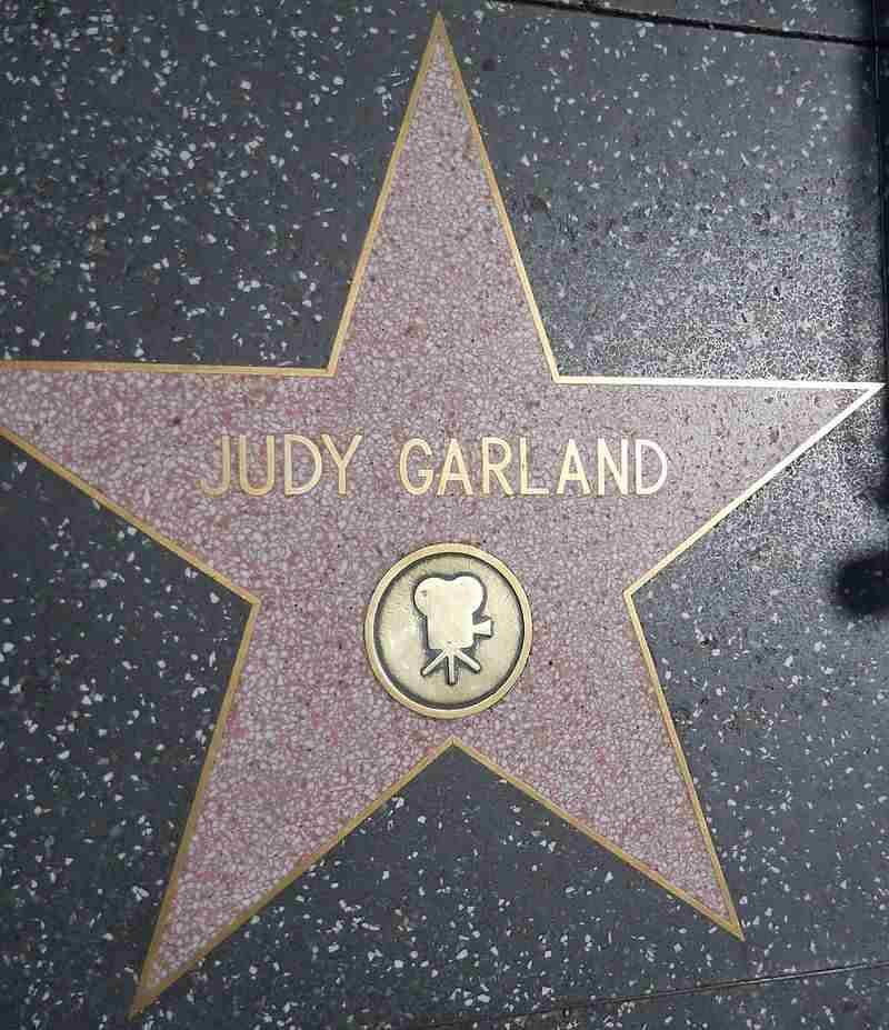 judy garland: Ένα αστέρι γεννιέται… ζωή σαν παραμύθι