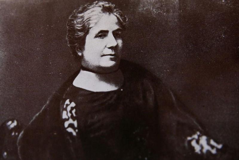 Καλλιρόη Παρρέν: Η πρώτη Ελληνίδα φεμινίστρια και δημοσιογράφος