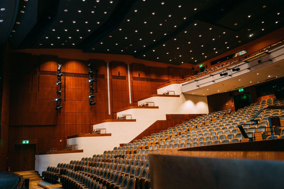 Βασιλικό Θέατρο,1980-1998 – Ένας σύγχρονος θεατρικός οργανισμός