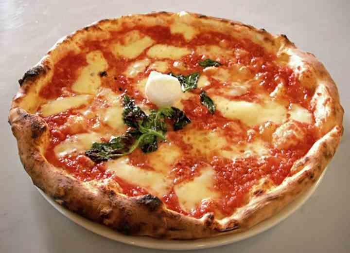 Μοναστηριακή πίτσα