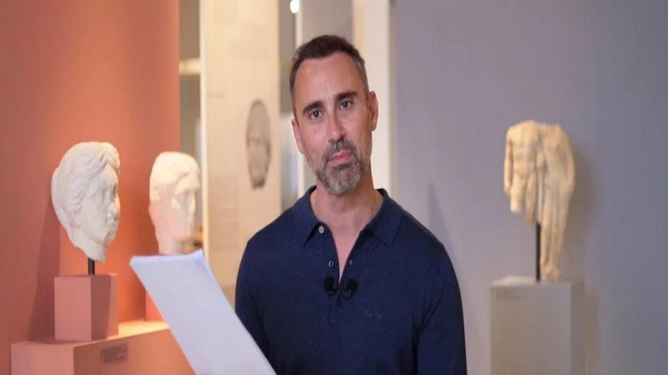 ο Γιώργος Καπουτζίδης  σε ένα ιστορικό ντοκιμαντέρ