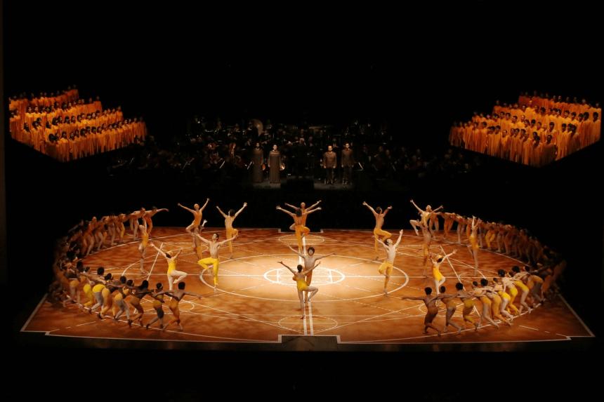 Η 9η συμφωνία του Μπετόβεν μέσα από την συγκλονιστική παράσταση του Μορίς Μπεζάρ έχει γοητεύσει τους λάτρεις της τέχνης εδώ και δεκαετίες.