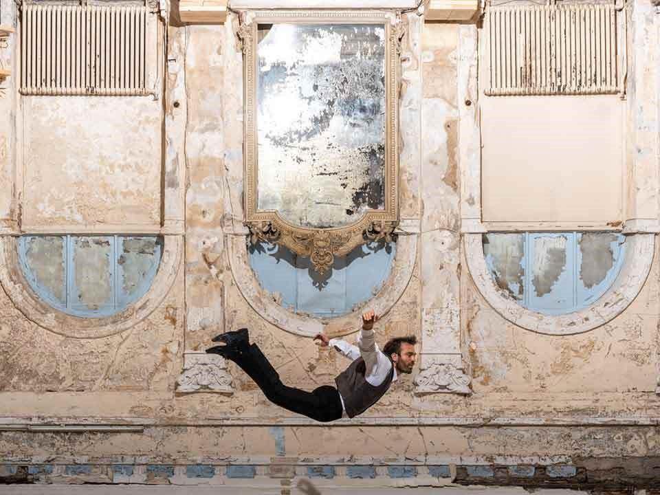 Το μυθιστόρημα του Alessandro Barricco μεταφέρθηκε στον κινηματογράφο με τον τίτλο «Ο Θρύλος του 1900» και στο ελληνικό θέατρο με τον τίτλο «Lemon»,greeks channel