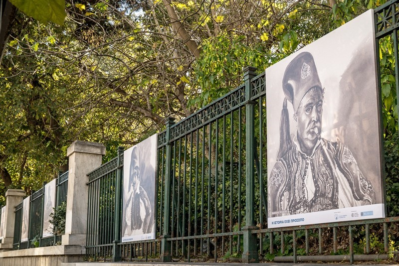 έκθεση παρουσιάζονται 22 προσωπογραφίες με ορισμένα από τα 320 μοναδικά πρόσωπα που ζωγράφισε ο Benjamin Mary