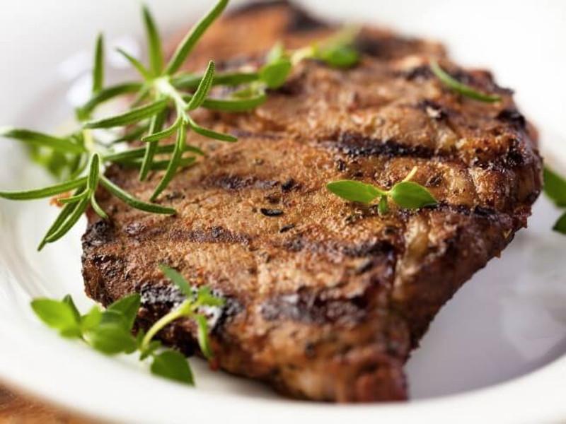 pork steaks με μυρωδικά