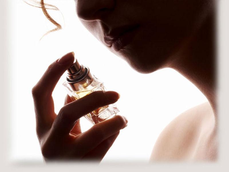 Πώς να διαλέξετε σωστά το άρωμα που σας ταιριάζει