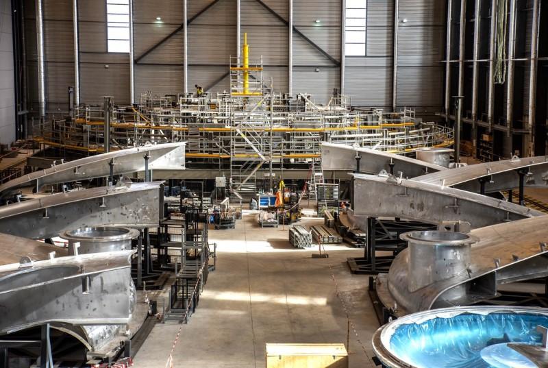 Σύμφωνα με τους σχεδιασμούς των επιστημόνων, ο τεράστιος αυτός αντιδραστήρας θα επιτρέψει την αναπαραγωγή της αντίδρασης της σύντηξης του υδρογόνου