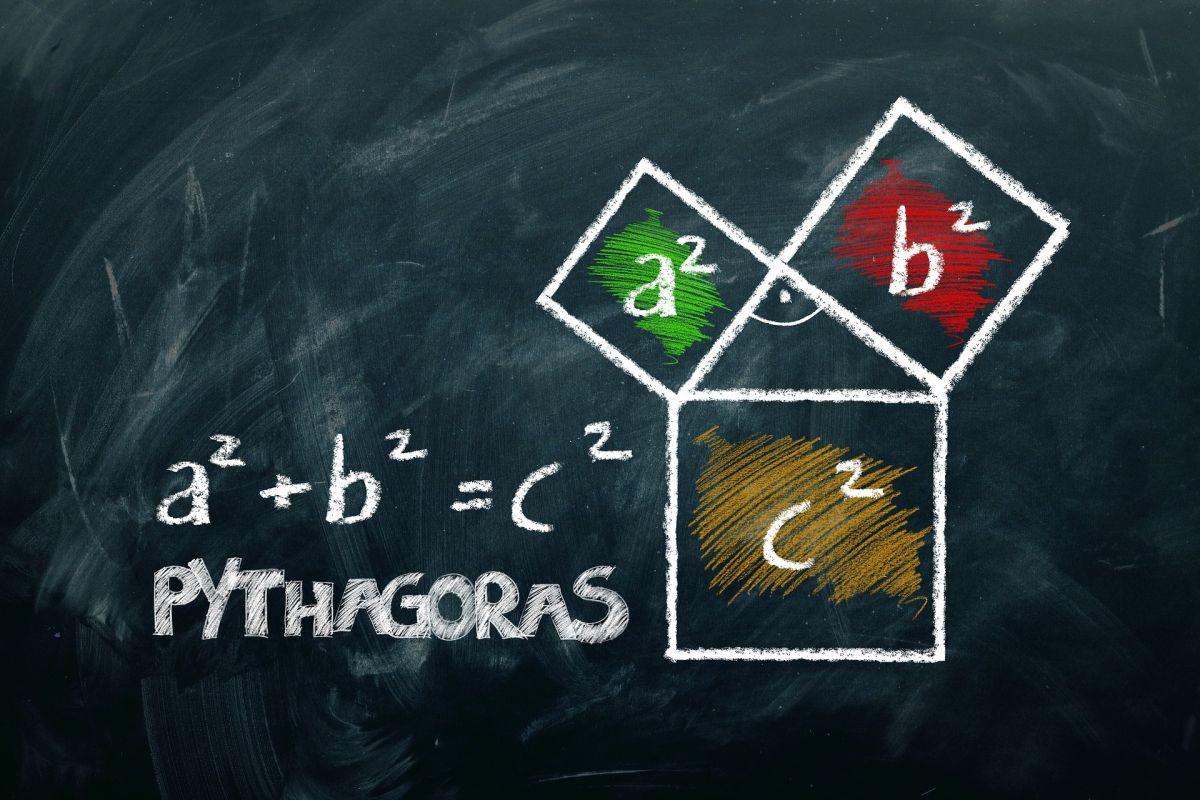 Το Πυθαγόρειο θεώρημα είναι η βάση των μαθηματικών παγκοσμίως.