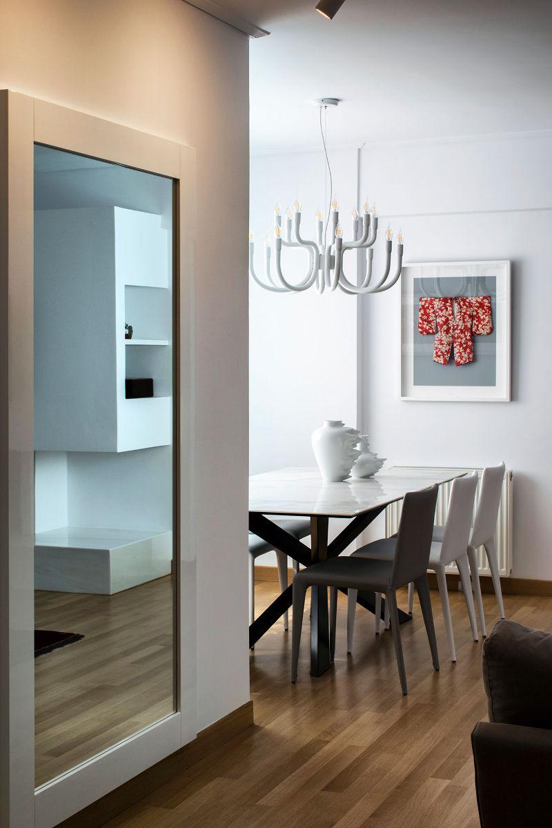 Καθρέπτες σε διαμέρισμα