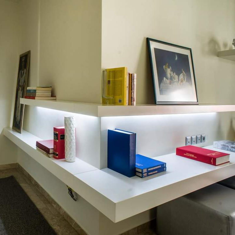 Διαμέρισμα με ράφια για βιβλία