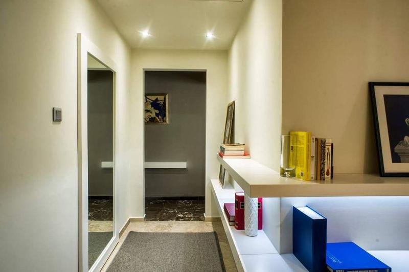 καθρέπτες είναι απαραίτητοι καθώς με την αντανάκλαση κάνουν το σπίτι να φαίνεται πιο μεγάλο