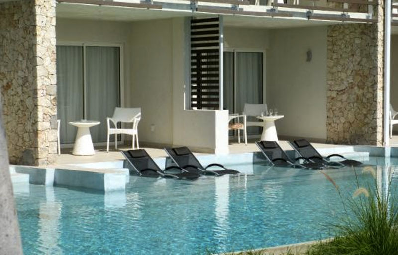 npuqjqjg0s-sonesta-ocean-point-resort-pool