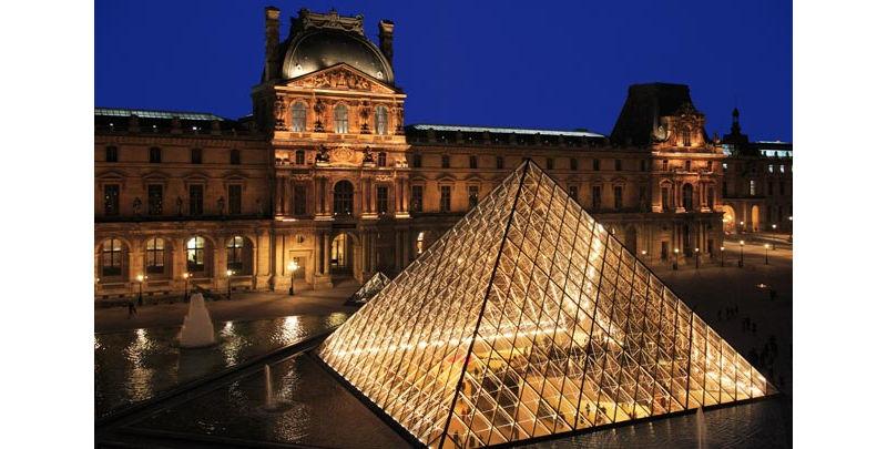 le Louvre pyramide cour Napoleon