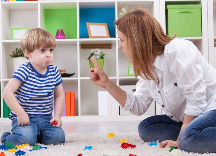 Τα σπαρταριστά «μη» των γονιών προς τα παιδιά τους