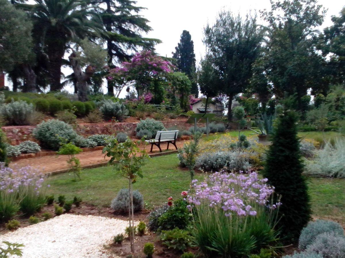 Ο γαλλικός κήπος στην Ιερά Θεολογική Σχολή Χάλκης,θεαματικοί κήποι