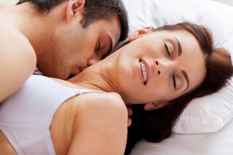 3w5mqc4mr2-to-sex-exei-hlikia-man-woman-making-love