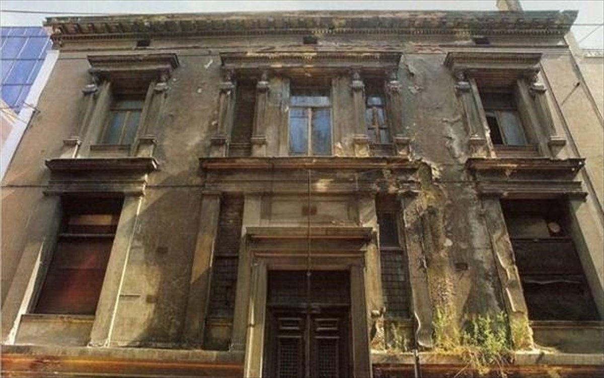 Εξωτερική όχη του Μέγαρου Τσίλλερ-Λοβέρδου, Αθήνα