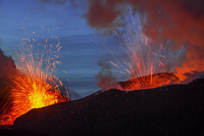 travel photographer 2020: Καυτή λάβα από ηφαίστειο του Alekseev