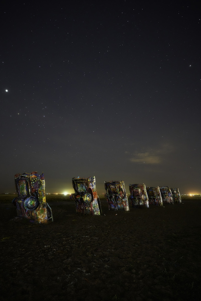 travel photographer 2020: πολύχρωμο νεκροταφείο αυτοκινήτων του nrajesh