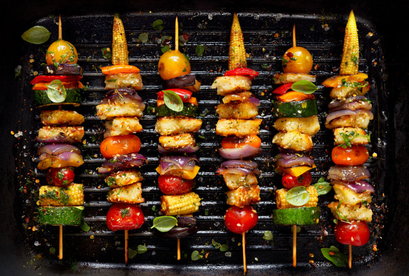 vegetable skewers (with halloumi and pita bread)