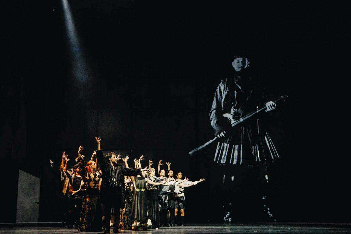 Ο Μάνος Χατζιδάκις μέσα από το Μπαλέτο της Εθνικής Λυρικής Σκηνής χορεύει με τη σκιά του, Φεστιβάλ Αθηνών