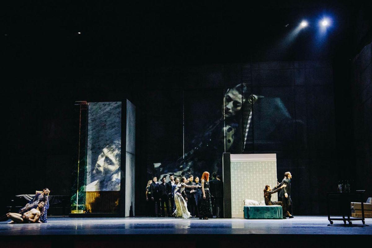 Ο Μάνος Χατζιδάκις μέσα από το Μπαλέτο της Εθνικής Λυρικής Σκηνής χορεύει με τη σκιά του