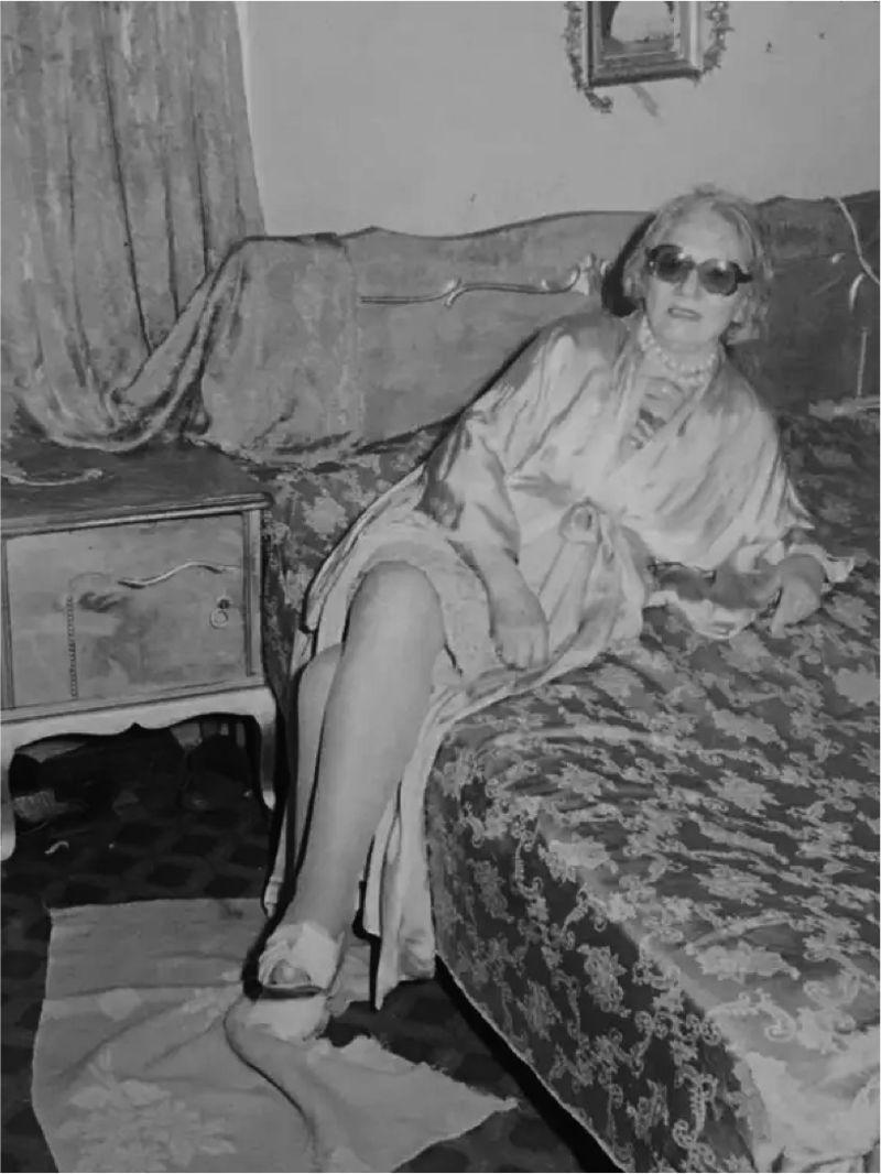 ΖΩΖΩ ΝΤΑΛΜΑΣ: στο κρεβάτι αρχόντισσα